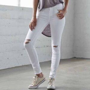 🦅 AEO White Distressed Skinny Jeans
